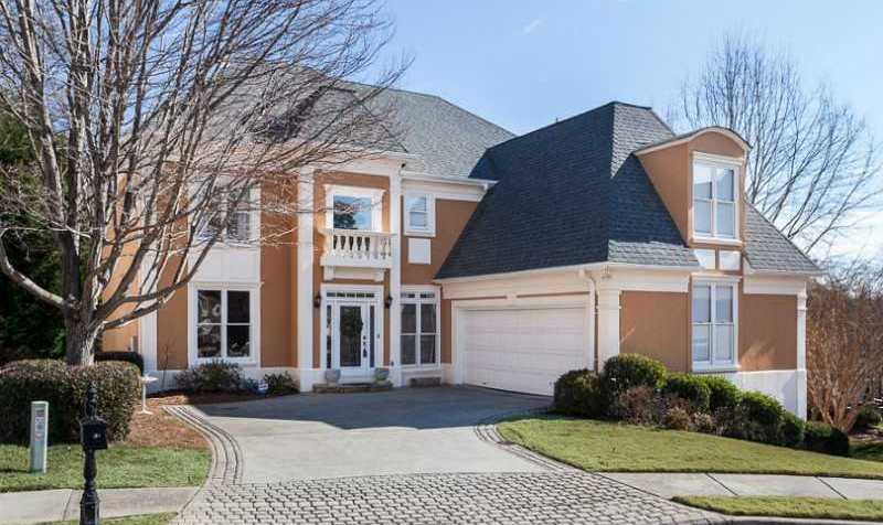 Roswell GA Stucco Home In River Falls